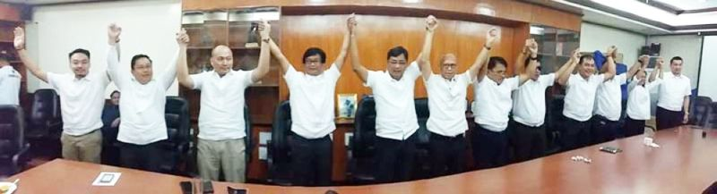 """PAMPANGA. Team I Love San Fernando led by reelectionist Mayor Edwin Santiago and Vice-Mayor Jimmy Lazatin join hands as they embark on the #LabanNingBalen or """"fight of the city"""" crusade. (JTD)"""