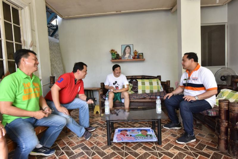 PAMPANGA. Vice Governor Dennis 'Delta' Pineda visited village chief Nick Gardiner, with Apalit Mayor Peter Nucom and come backing Mayor Jun Tetangco to extend the ambush victim medical assistance. (Contributed photo)