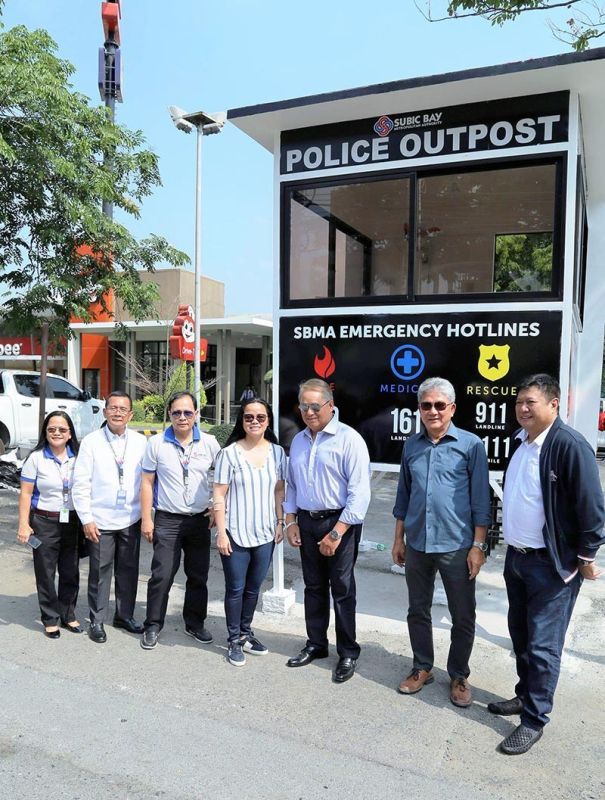 PAMPANGA. SBMA Chairperson Wilma Eisma (center) with PLDT-Subictel chairman Eric Alberto and other officials of the SBMA and Subictel during the turnover ceremony for the new police outposts donated by PLDT. <b>(Ric Sapnu)</b>