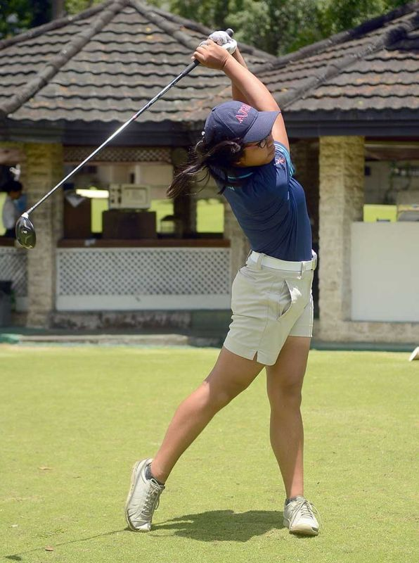 Rally. Junia Gabasa scored 74 in the final round to jump from third to first in the Philippine Junior Amateur Open Golf Cham-pionships. (Sunstar File Photo)