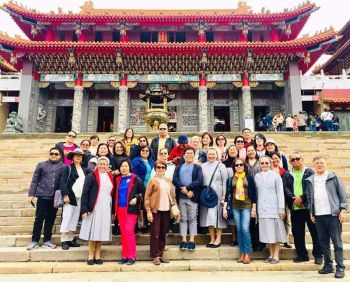 TAIWAN. A PEAC group picture was taken on the stairs in front of Wen Wu Temple at Sun Moon Lake. (Debb Bautista)