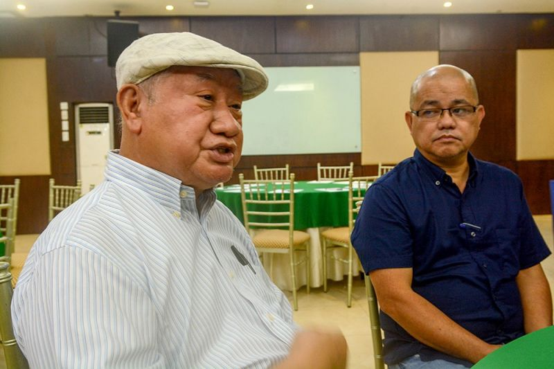 "LEGAL BATTLE. Retired judge Meinrado Paredes (left), counsel for San Francisco, Camotes Mayor Aly Arquillano and Vice Mayor Alfredo ""Al"" Arquillano Jr., discusses their legal action during a press conference on Sunday, April 7. (SunStar foto / Arni Aclao)"
