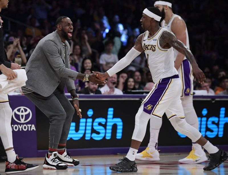 USA. Los Angeles Lakers' LeBron James, left, congratulates guard Kentavious Caldwell-Pope during a time-out in the second half of an NBA basketball game against the Utah Jazz, Sunday, April 7, in Los Angeles. The Lakers won 113-109. (AP)