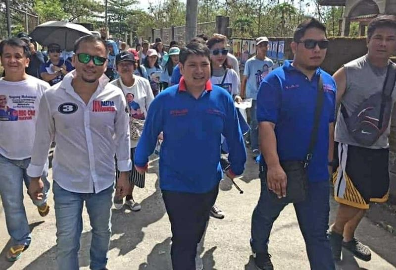 PAMPANGA. Mabalacat City vice mayoralty candidate, first Councilor Gerald Aquino and aspiring councilor Jun Castro are joined by supporters during their house-to-house sortie in Barangay Dau, Mabalacat City on Friday, April 5. (Photo by Chris Navarro)