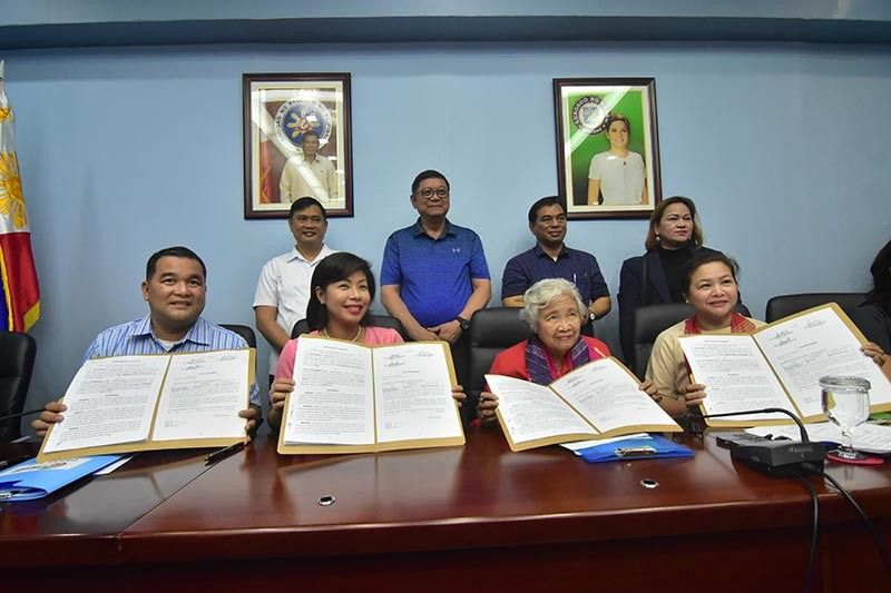 DAVAO. The memorandum of agreement for Davao City's hosting of the 2019 Palarong Pambansa is officially sealed. Seated from left, Department of Education Undersecretary Revsee Escobedo, Davao City Administrator Zuleika Lopez, DepEd Secretary Leonor Briones, and DepEd Undersecretary Annalyn Sevilla. Philippine Sports Commission chairman William