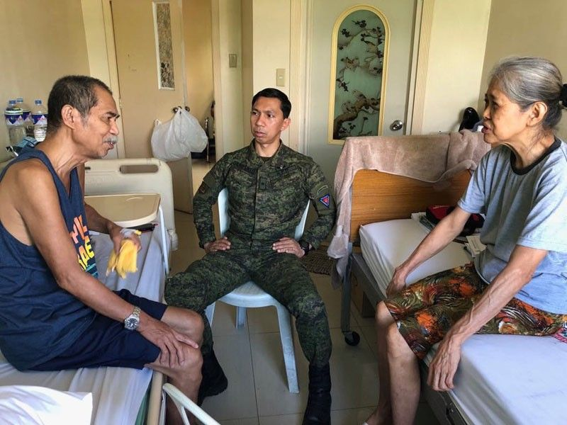 TAGUIG. Brigadier General Benedict Arevalo, commander of 303rd Infantry Brigade (IBde) of the Philippine Army in Negros Occidental meets with National Democratic front (NDF) consultant Francisco Fernandez (left) and wife Cleofe Lagtapon (right) at Philippine Army General Hospital in Taguig City Friday, April 5. (Contributed Photo/303rd IBde)