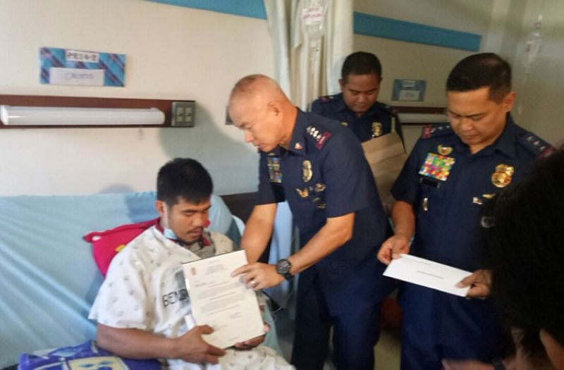 BENGUET. Philippine National Police Chief Oscar Albayalde visits Patrolman Erwin Calixto at the Benguet General Hospital on April 9, 2019. Calixto was wounded in a clash with communist rebels in Mountain Province. (PNP photo)