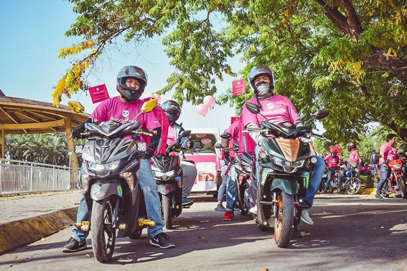 LUZON. The foodpanda's pink riders. (Contributed photo)