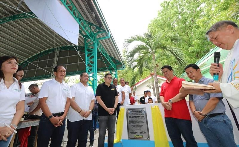 "PAMPANGA. Senator Bam Aquino, gubernatorial candidate Vice Gov. Dennis ""Delta"" Pineda, Fourth District Congressman Juan Pablo ""Rimpy"" Bondoc and Minalin Mayor Edgar Flores led blessing and inauguration of the Sta. Maria National High School multipurpose covered court and improvement of school grounds, a project of Bondoc and local government unit here on Tuesday, April 9, 2019. Joining them were Board Member Pol Balingit and vice-mayorable Che Canlas. (Chris Navarro)"