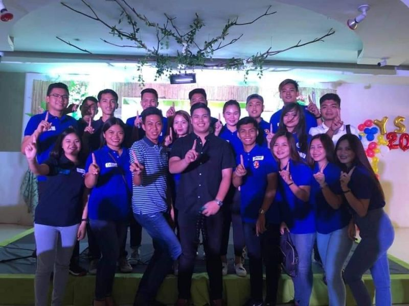 PAMPANGA. Ex-officio Board Member Moshe Lacson poses with Lubao Sangguniang Kabataan (SK) chairpersons during the First Youth Social Entrepreneurship. (Contributed photo)