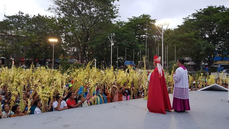 BACOLOD. Bacolod Bishop Patricio Buzon of the Diocese of Bacolod blesses palms waved by Catholics held at the Bacolod public plaza on Palm Sunday. (File photo)