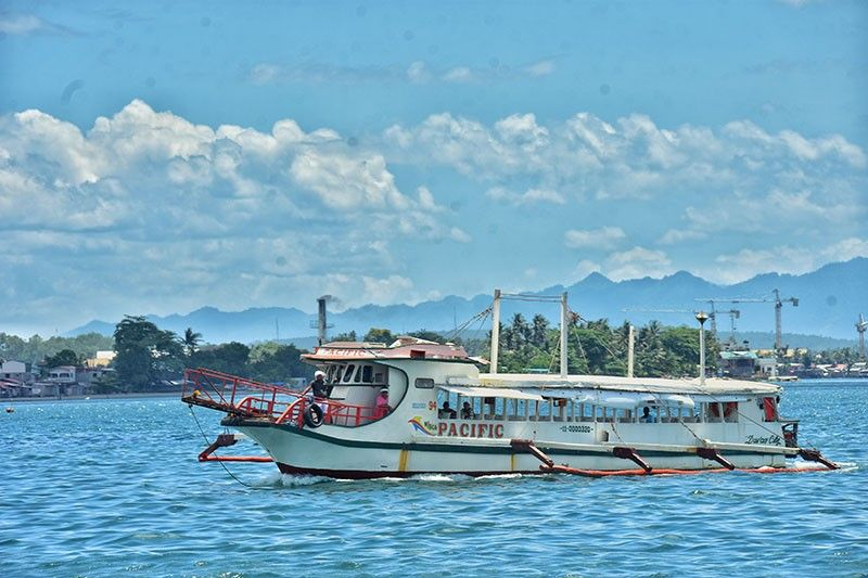DAVAO. Usa sa mga boat liners nga nagalawig, Davao-Talicud Island, via Kaputian District, sila ang usa sa mga mituman sa mandu sa lokal nga kagamhanan sa Davao City nga pakuhaon og Mayor's permit sa Business Bureau aron makapadayon sa pagbiyahe gikan sa dakbayan padung sa Isla. (Macky Lim)