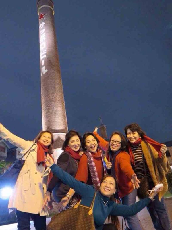 FAVORITE TRAVEL FRIENDS. In Hokkaido, Japan (from left) Gwen Po, Aida Uy, Marget Villarica, Baby Dy and Nelia Neri. In the foreground is Ann Momongan.