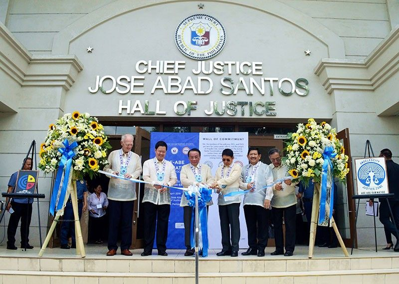 PAMPANGA. Supreme Court Chief Justice andJustice Sector Coordinating Council (JSCC) principal Lucas Bersamin (3rd from left) leads the ribbon cutting signaling the inauguration of the Angeles City Justice Zone. He is joined (from L) by European Union Ambassador to the Philippines Franz Jessen, Justice Secretary and JSCC principal Menardo Guevarra, Interior and Local Government secretary and JSCC principal Eduardo Año, Angeles City Mayor Edgardo Pamintuan, and Angeles City Regional Trial Court Executive Judge Omar Viola. (Photo by PIA-Central Luzon)