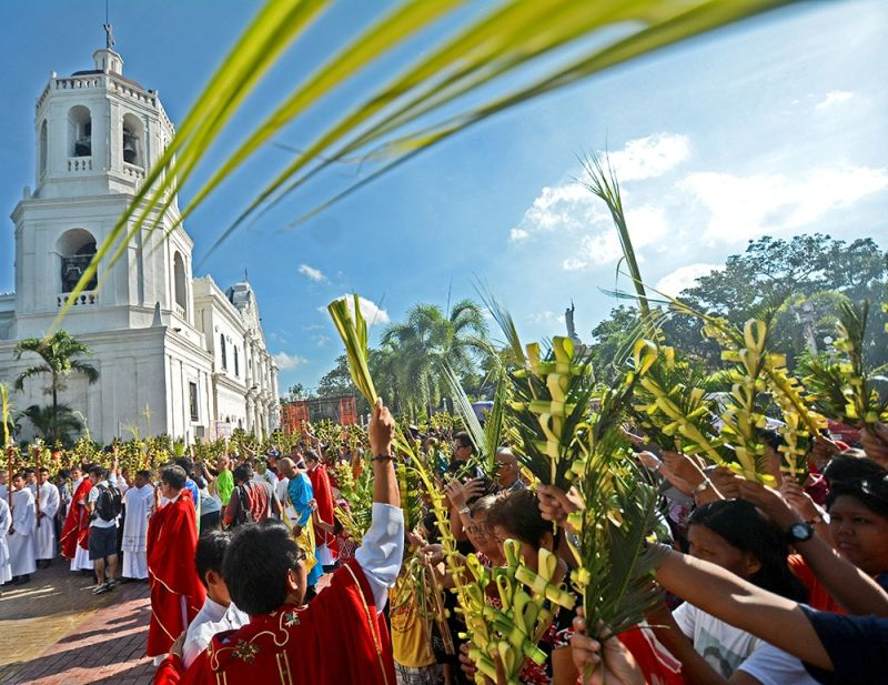 TRADITION: The faithful gather in front of the Cebu Metropolitan Cathedral to have their palms blessed by Archbishop Jose Palma during the Palm Sunday mass. Palm Sunday is a moveable Christian feast that falls on the Sunday before Easter. It commemorates Jesus' triumphant entry into Jerusalem. (SunStar Cebu / Amper Campaña)