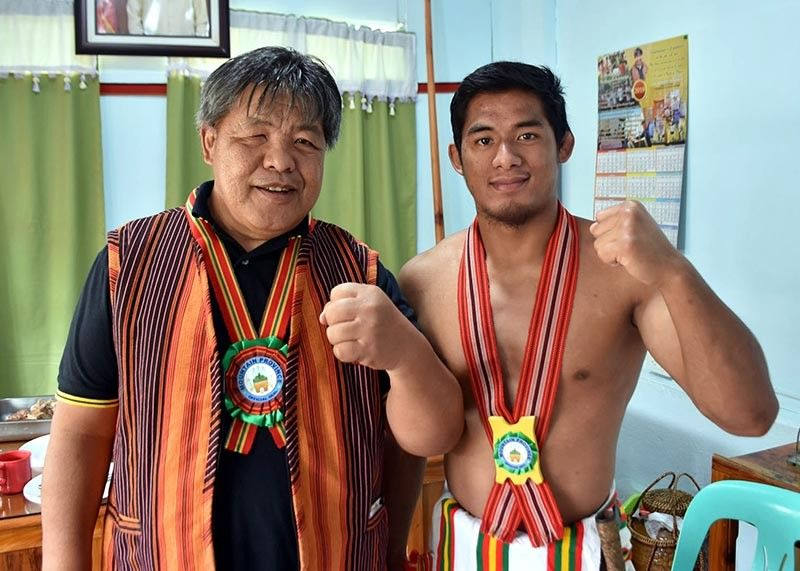 BENGUET. Governor Bonifacio Lacwasan Jr. congratulates Brave Combat Federation bantamweight world champion Stephen Loman for defending his title recently. Loman was in Bontoc to attend the festivities of the 52nd Mountain Province Foundation Day and the 15th Lang Ay Festival. (Photo by Redjie Melvic Cawis)