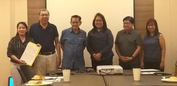 BACOLOD. Department of Science and Technology (DOST) Undersecretary for Regional Operations Brenda Nazareth-Manzano (third from right) turn over a copy of the Memorandum of Understanding to the Negros Prawn Producers Cooperative (NPPC) as the 47th member of OneLab Network at NPCC Office in Bacolod City Monday, April 15, 2019. It was received by NPCC chairman Roberto Gatuslao (third from left) and vice chairman Raoul Flores (second from left). OneLab is a network of laboratories anchored on an information and technology (IT) platform which broadens public access to testing and calibration services at a single touch point. Also in photo, OneLab project leader Rosemarie Salazar (right), DOST Western Visayas Regional Director Rowen Gelonga (second from right) and NPPC Laboratory manager Roselyn Usero (left). (Photo by Erwin P. Nicavera)