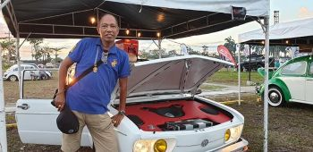 Franklin Villanueva, Volkswagen classic car collector joins the Auto Convention Year II. His entry was his fully restored Brazilla where he set up his sound on top of his engine.