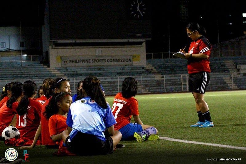 "THAILAND. Si Philippines U15 Girls National team head coach Rachelle ""Ching"" delos Reyes sa Davao City manguna sa Manila tryouts alang sa tim nga motigi sa Asean Football Federation (AFF) U15 Girls' Championship 2019 karong Mayo 9 ngadto 22 sa Chonburi, Thailand. (Mia Montayre/PFF/Pinay Futbol)"