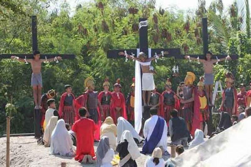 PAMPANGA. In this photo taken in 2017, three men took part in Maleldo, Pampanga's version of the Passion of Christ. (File Photo)