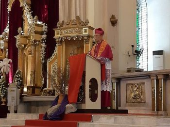 CEBU. Cebu Archbishop Jose Palma during the Siete Palabras at the Cebu Metropolitan Cathedral, Good Friday, April 19. (Wenilyn Se
