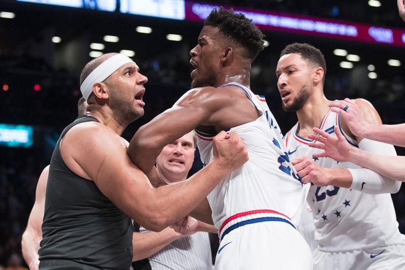 RAMBOL: Ang forward sa Brooklyn Nets nga si Jared Dudley, wala, ug ang guard sa Philadelphia 76ers nga si Jimmy Butler (23) ang makita ning aktoha nga hapit na gyud magkasinumbagay atol sa second half sa Game 4 sa first-round NBA basketball playoff series kagahapon nga gidayandayanan og physical nga panagsangka. (AP)