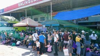 Bagang duot sa mga pasahero ang nasaksihan sa bus terminal sa lungsod sa Balingoan, Misamis Oriental niadtong Biyernes Santo. (Hulagway tampo sa Pdrrmo Rescue Misor)