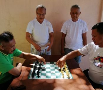 BADILLES CUP. Poblacion East Barangay Captain Julius Tarongoy (seated, right) and barangay kagawad Alex Sandalo are hoping the Badilles Cup will put chess in Southern Cebu. (SunStar foto / Mike Limpag)