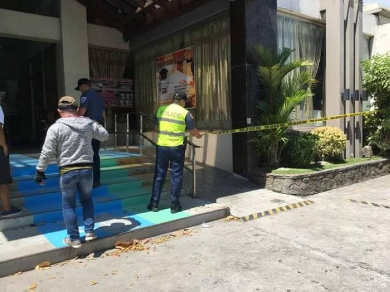 BACOLOD. Police cordon the area outside a hotel where retired Major Lito Pirote was abducted by several armed men on Friday, April 19.  (Dennis Rubica)