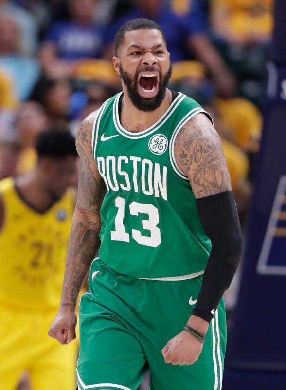 NAGSELEBRAR: Ang forward sa Boston Celtics nga si Marcus Morris (13) nga mi-react human nila maaninaw ang ilang kadaugan batok sa Indiana Pacers sa Game 4 kagahapon nga maoy naghatod kanila sa semifinals round sa Eastern Conference sa NBA. (AP)