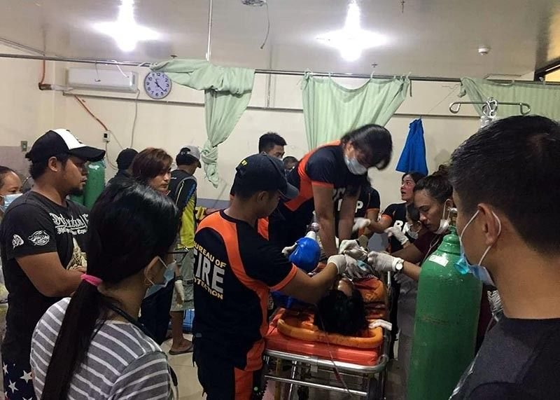 KALINGA. A Bureau of Fire Protection rescuer attends to victims of a mishap in Tabuk City, Kalinga that killed eight and hurt several others. (Courtesy of Tabuk City police)