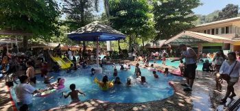 CAGAYAN DE ORO. Puno-puno ang mga swimming pool ug mga beach resort sa Cagayan de Oro City ug Misamis Oriental atol sa Dominggo sa Pagkabanhaw. Kini kuha sa Spring View Resort sa lungsod sa Jasaan, Misamis Oriental. (Stephanie Berganio)