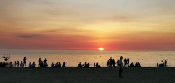 SIPALAY CITY. Tourists enjoy the sunset view at Poblacion Beach in Sipalay City on Holy Week. (Contributed Photo)