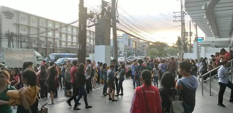 Situation in Eastwood, Quezon City after a M5.7 earthquake rocked Metro Manila, Monday, April 22. The tectonic quake was centered in Zambales. Damage and aftershocks expected, Phivolcs said. (File photo courtesy of Richard Dominic Regidor)