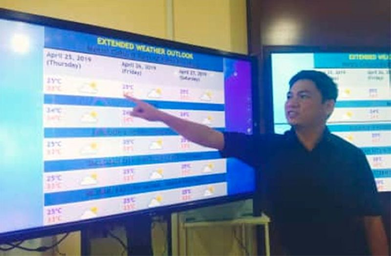 CEBU. Matud ni Jhomer Eclarino, weather specialist sa Philippine Atmospheric, Geophysical and Astronomical Services Administration (Pagasa)-Mactan, nga mas mo-grabe pa ang init nga masinati sa Central Visayas. (Fe Marie Dumaboc)