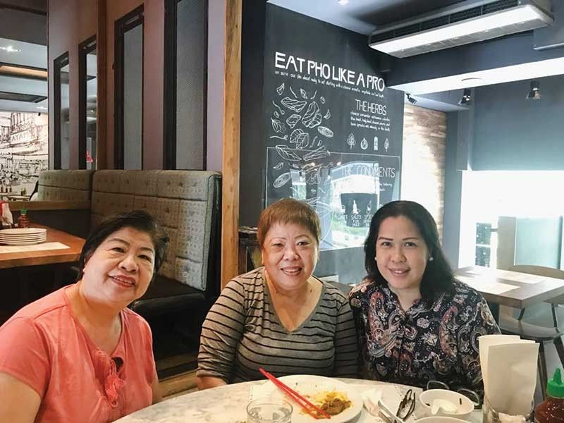 TRAVEL COLLEAGUES. Canada balikbayan Cecile Sa-a (seated center) with Zenaida Chua of Worldwide Travel and Malou Avila of Amadeus (right).