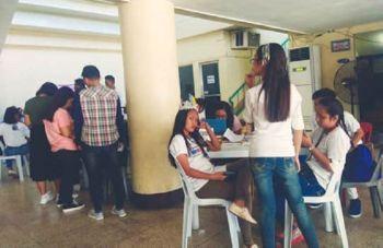 SUGBO. Dul-an sa 600 ka mga delegado sa National Youth Day kansang foster parishes ug families ang nag-abot-abot na sa Dakbayan sa Mandaue. (Hulagway kuha ni Fe Marie Dumaboc)