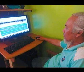CEBU. Si Robinson Jorgio, ang seismic observer sa Philippine Institute of Volcanology and Seismology (Phivolcs) sa Lapu-Lapu City. (Fe Marie Dumaboc)
