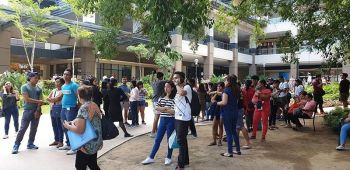 BACOLOD. Ayala Mall Central goers were advised to go out of the mall when a jolt was felt. (Contributed photo)
