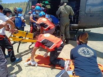 TACLOBAN CITY. Emergency medical team rush to help the wounded soldiers from 46th Infantry Battalion in Tacloban City, April 23. (Photo courtesy of  Tacloban Chamber Volunteer)