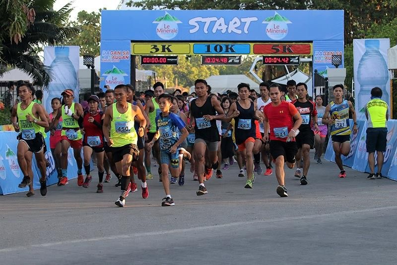 ROAD HUNT. While the rest celebrated Easter Sunday on the beach, hundreds of runners joined the Le Minerale Dagan sa Kadaugan, a cash-rich event that only had a P50 registration fee. (Contributed photo)