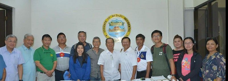 NEGROS Occidental officials headed by Governor Alfredo Marañon Jr. (7th from left) with the Taiwanese delegation led by Safe and Modern Agriculture Technology Promotion Society Adviser Dr. Wang Chun-Hsiung (6th from left) at the sidelines of the Philippine-Taiwan Agriculture Forum at the Provincial Capitol in Bacolod City Wednesday. (Richard Malihan)