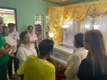 PAMPANGA. House Speaker Gloria Macapagal-Arroyo and Governor Lilia Pineda personally visit Wednesday, April 24, the victims from Porac and Lubao towns who died in the April 22 earthquake. With them is Board Member Fritzie David-Dizon. (Jun Jaso)