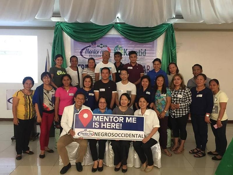 BACOLOD. DTI-Negros Occidental Provincial Director Lea Gonzales (seated, second from left) with DTI-Western Visayas assistant director Ermelinda Pollentes seated, second from right), marketing expert Wilfrido Victor Arcilla (left), mentor Doreen Alicia Gamboa-Peña (seated, right) and 20 new mentees in Negros Occidental during the launching of the third batch of program-recipients in Cadiz City Wednesday, April 24, 2019. (Contributed Photo)