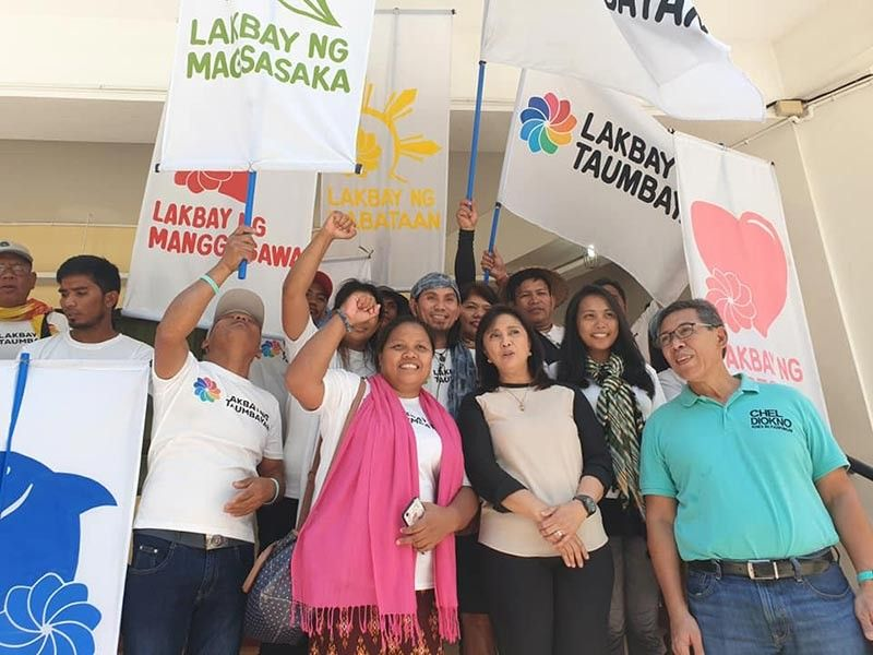 """CAGAYAN DE ORO. Vice president Ma. Leonor """"Leni"""" Robredo (second from right) and Senatorial candidate Chel Diokno (right) join supporters in Cagayan de Oro on Wednesday in the launching of """"Ahon Laylayan Koalisyon."""" (Kris Sialana/SunStar Superbalita)"""