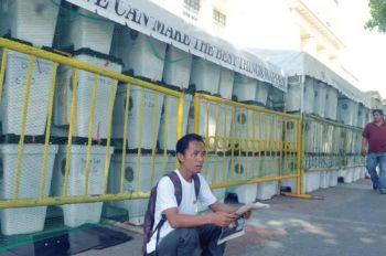 NANGABOT NA: Gi anam-anam na og apod-apod ang dul-an sa 4,000 ka mga ballot box nga nangabot niadtong kadlawon sa Abril 25 alang sa nagkadaiyang polling center sa Sugbo. (SunStar file photo)