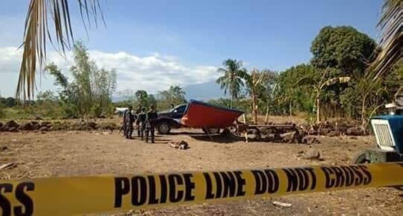 MOISES PADILLA. Authorities cordon the area where two persons, including a councilor were killed in an ambush at Barangay Inolingan, Moises Padilla, Negros Occidenta Thursday. (Alvin Grava/Aksyon Radyo Bacolod Photo)