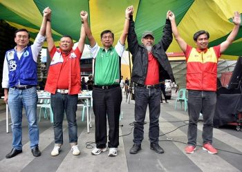 BAGUIO. Candidates for the lone congressional district of Baguio City present their platforms and programs during the Baguio Pulse Check 2019 Candidates Forum at People's Park. Present were (L-R) incumbent Congressman Mark Go, former city mayor Reinaldo Bautista Jr., incumbent Mayor Mauricio Domogan, independent candidate Rafael Wasan, and former representative Nicasio Aliping Jr. The forum was initiated by the IBP Baguio Benguet Chapter, DILG, Comelec PIA and the I Vote Good of the Catholic Church. (Redjie Melvic Cawis)