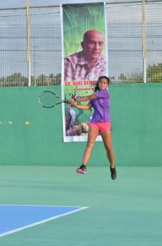 DAVAO. Davao City's Danna Abad and her partner men's current No. 2 Johnny Arcilla of Butuan City advanced to the mixed doubles finals against fellow Dabawenyo Mark Anthony Alcoseba and women's No. 2 Khim Iglupas of Iligan City. (Angelee Celine Diong)