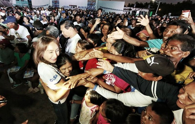 CEBU. One Cebu gubernatorial candidate Gwen Garcia greets supporters during her sorties in San Francisco, Camotes. (Alex Badayos)